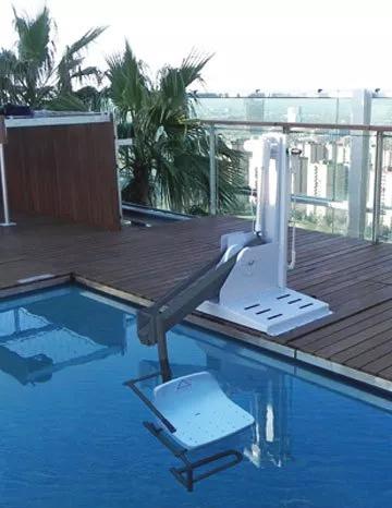 grua accesibilidad piscina deportiva